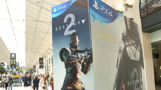 activision s 39 affiche en 3d pour le lancement du jeu vid o destiny 2 m diatransports. Black Bedroom Furniture Sets. Home Design Ideas